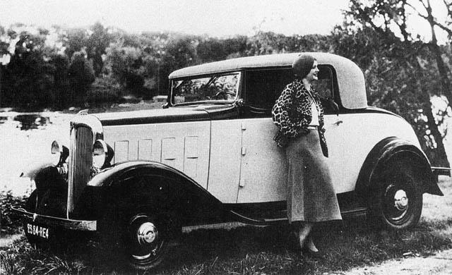 1933_Citroen_Rosalie_8CV_f3q_BW